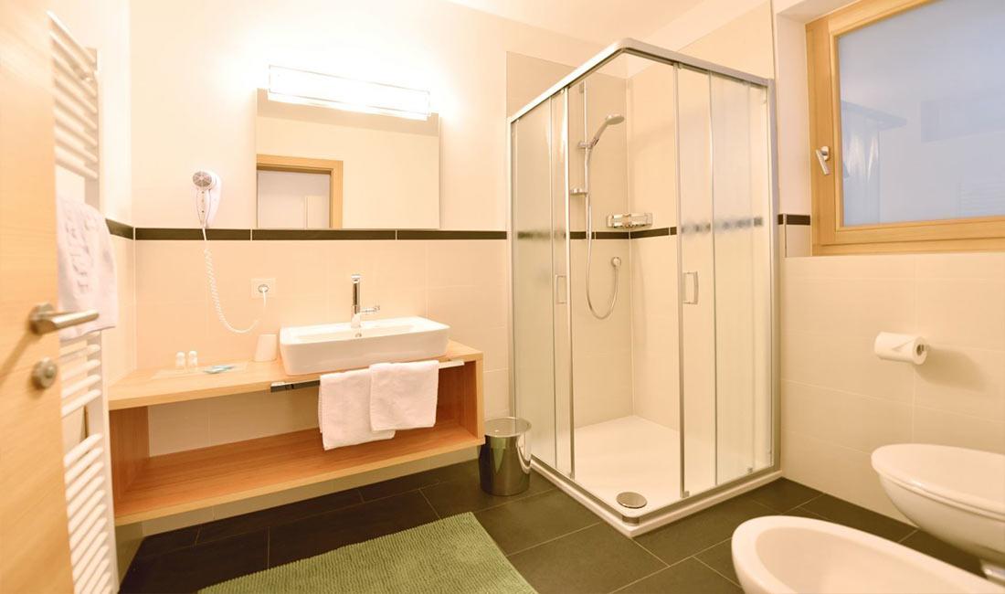 Bilokal Badezimmer