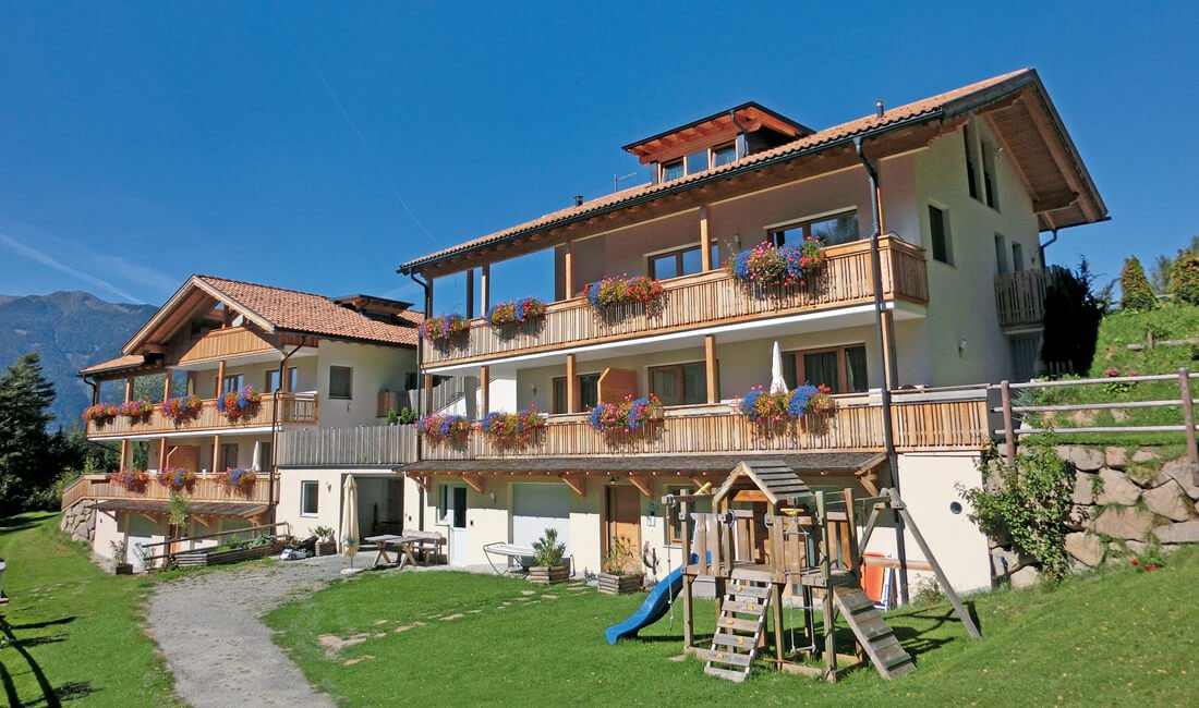 Holiday house in South Tyrol: in the middle of nature with full hotel service