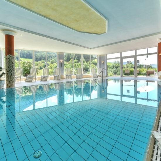 Hallenbad & Außenpool im Wellnesshotel bei Brixen