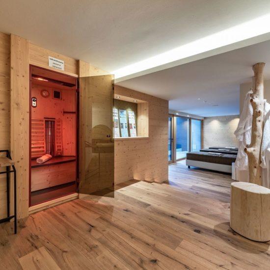 Piscina interna ed esterna nell'hotel benessere vicino a Bressanone